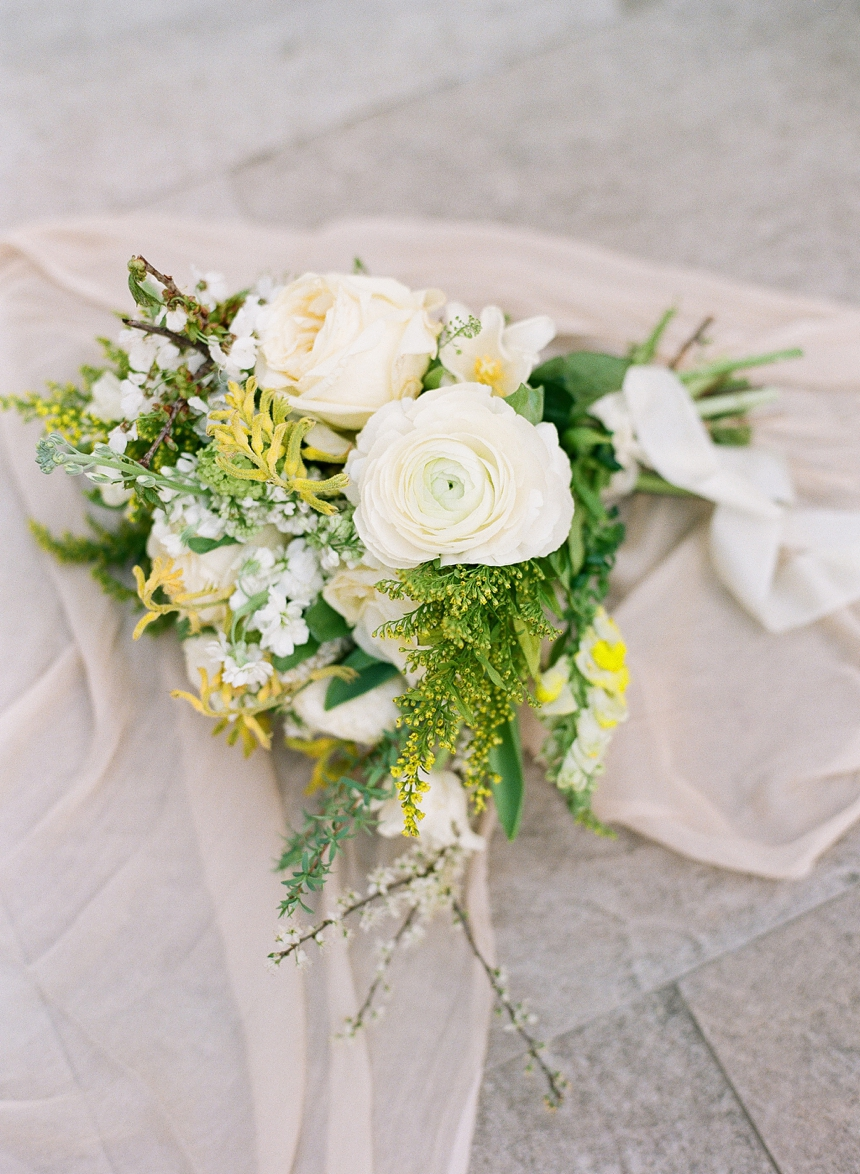 natural lush green and yellow-toned bridal bouquet © Melanie Nedelko wedding photographer