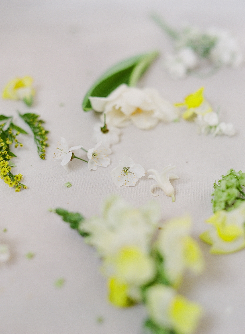yellow toned spring wedding inspiration by Melanie Nedelko